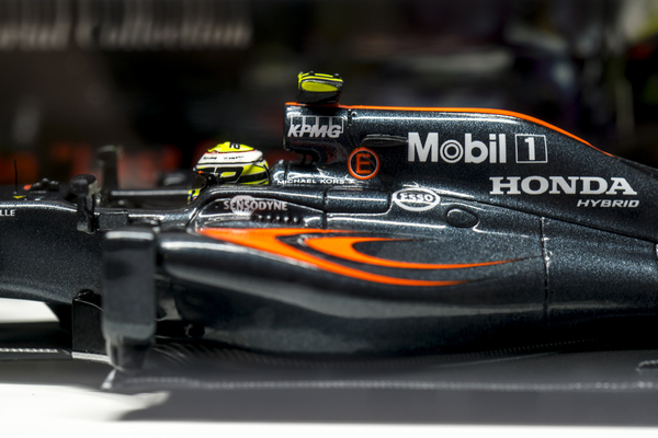 Spark McLaren MP4-31 Honda J. Button