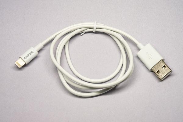 プレミアムライトニング USB ケーブル